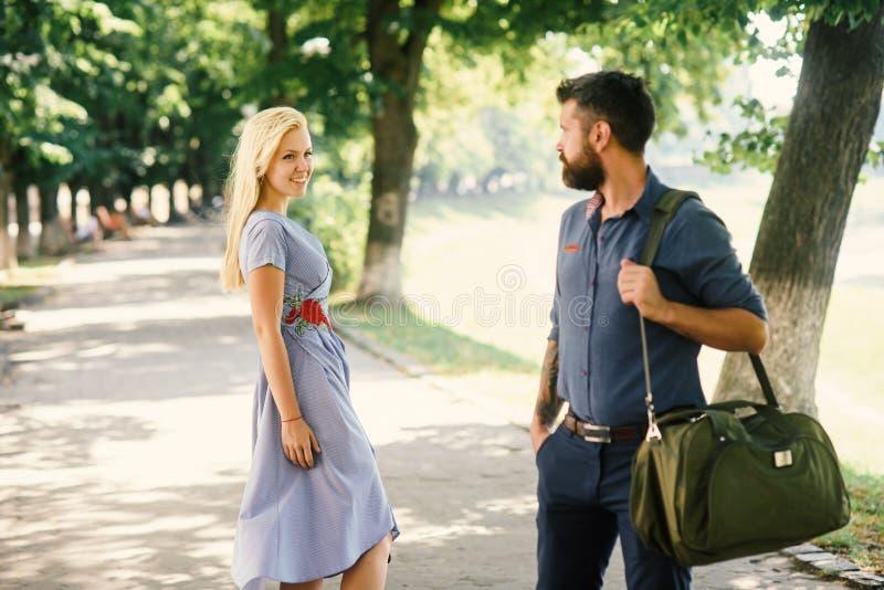 Siktbegrepp för förälskelse först Man och kvinna arkivbild