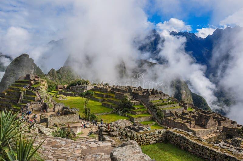 Sikten över den Machu Picchu incaen fördärvar, Peru royaltyfri bild