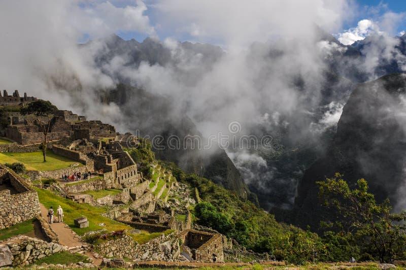 Sikten över den Machu Picchu incaen fördärvar, Peru fotografering för bildbyråer