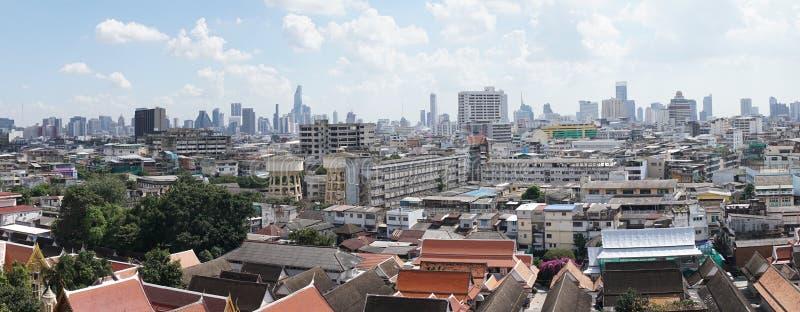 Sikten överst av den guld- monteringen på Wat Saket i Bangkok, royaltyfria bilder