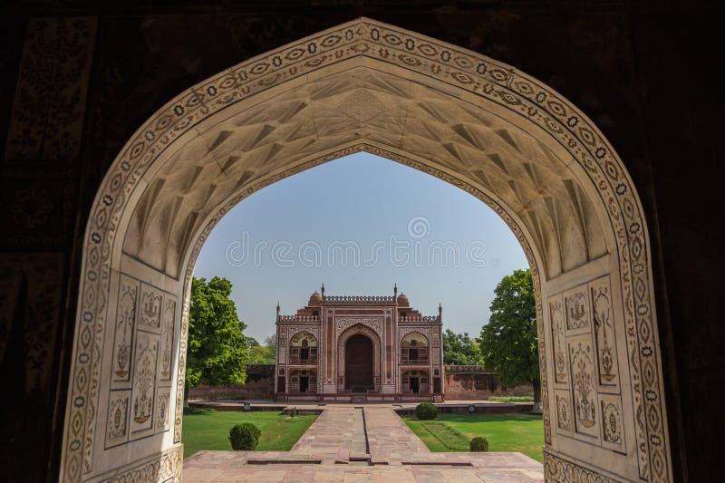 Sikten av behandla som ett barn Taj Mahal arkivfoto
