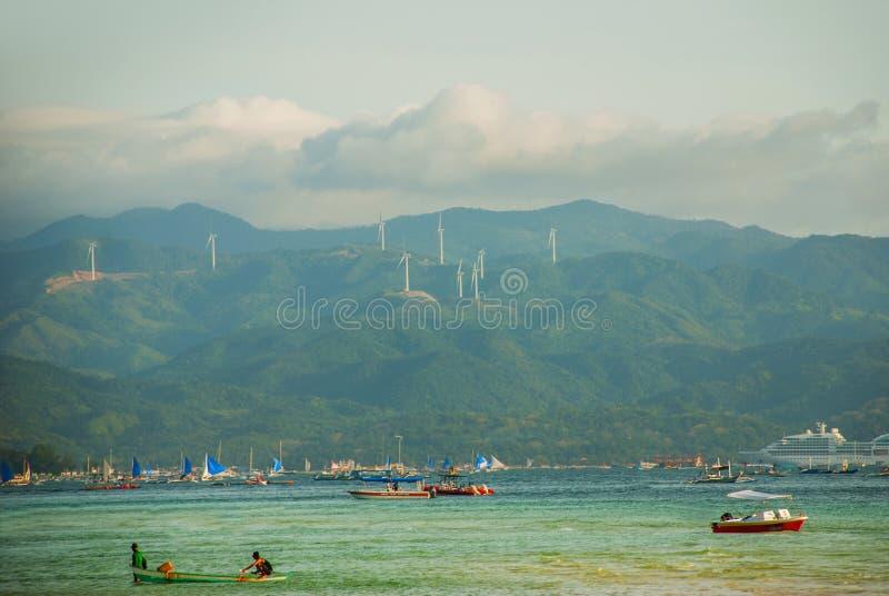 Sikten av bergen och havet Boracay Filippinerna royaltyfri bild