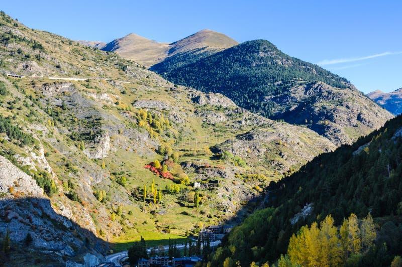 Sikten av bergen runt om Canillo, Andorra arkivfoton
