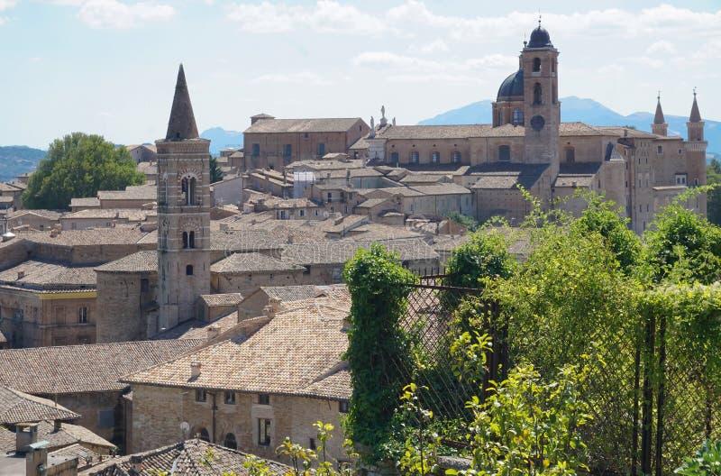 Sikten av den forntida staden av Urbino fotografering för bildbyråer