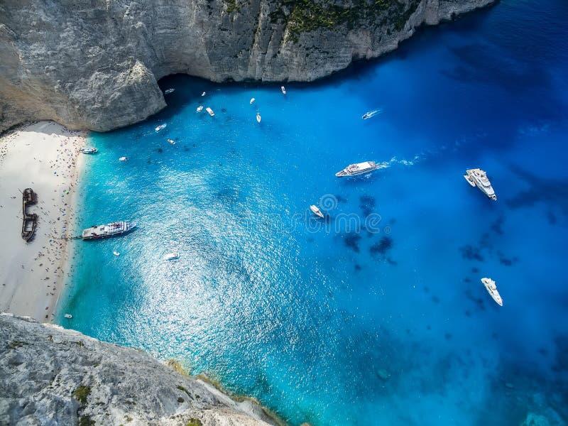 Sikten av den Navagio (skeppsbrott) stranden i Zakynthos, den Navagio stranden är royaltyfria foton