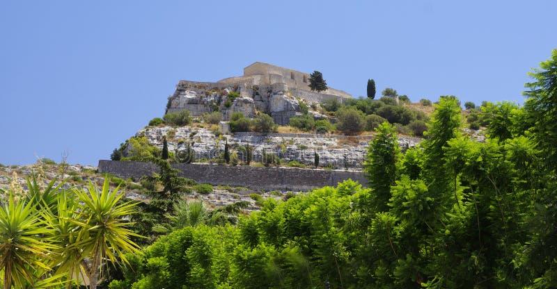 Sikten av den San Matteo kyrkan builded på kullen i Scicli, lite stad i Sicilien royaltyfria bilder