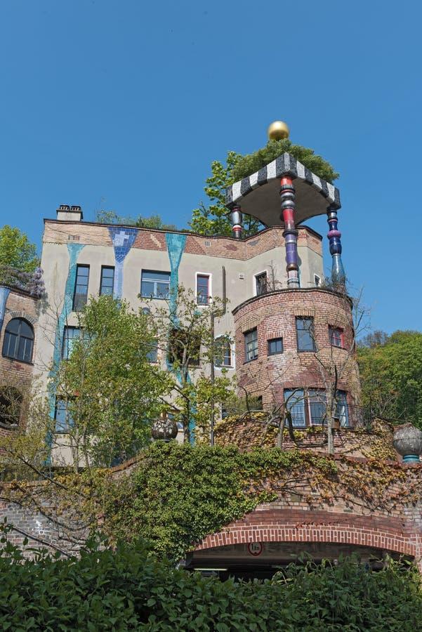 Sikten av det Hundertwasser huset i dåliga Soden, Tyskland arkivbilder