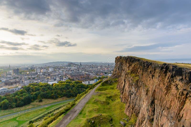 Sikten av Edinburg från Arthurs plats royaltyfri fotografi