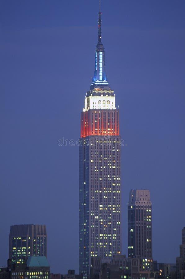 Sikten av Empire State Building tände upp i minne av September 11, 2001 från Weehawken, NJ royaltyfri fotografi
