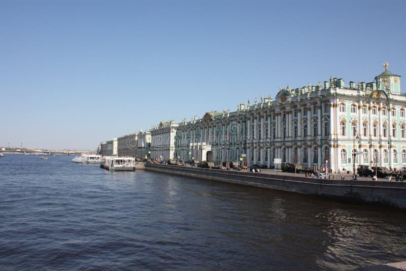 Sikten av floden och slotten arkivbild