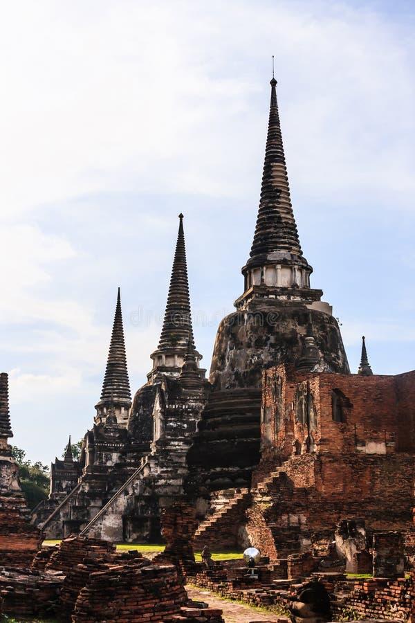 Sikten av forntida pagoder för asiatisk thailändsk religiös arkitektur i Wat Phra Sri Sanphet Historical parkerar, Ayuthaya, Thai arkivfoto
