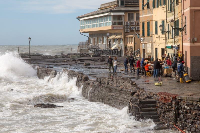 Sikten av Genoa Boccadasse devasted efter stormen av natten för, Italien royaltyfria bilder