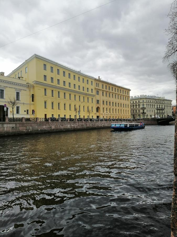 Sikten av kanalen och fartygen arkivfoton