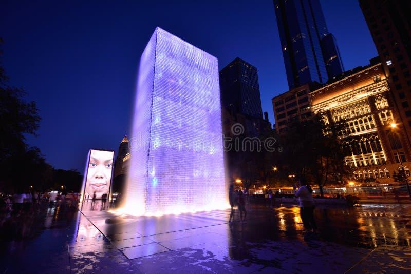 Sikten av kronaspringbrunnen i millenium parkerar i Chicago royaltyfri foto