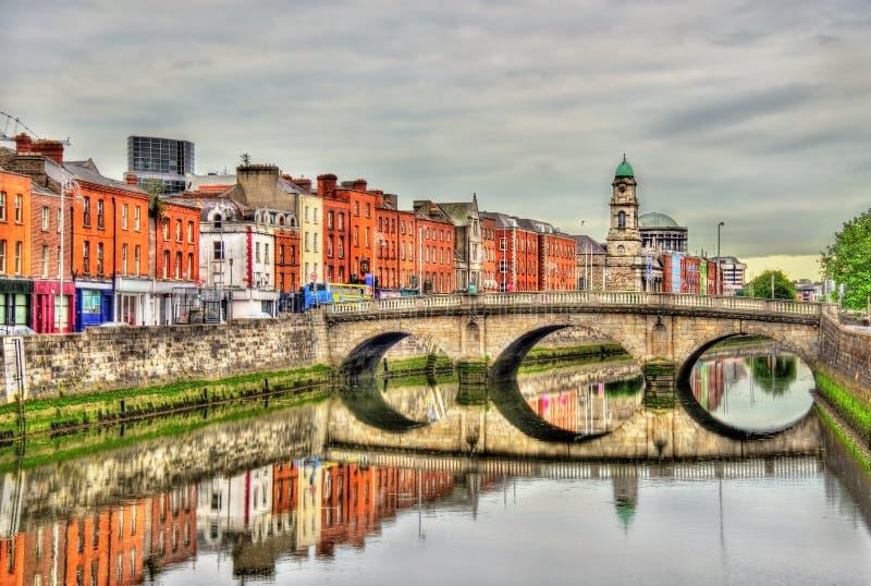 Sikten av mognar bron i Dublin royaltyfria foton