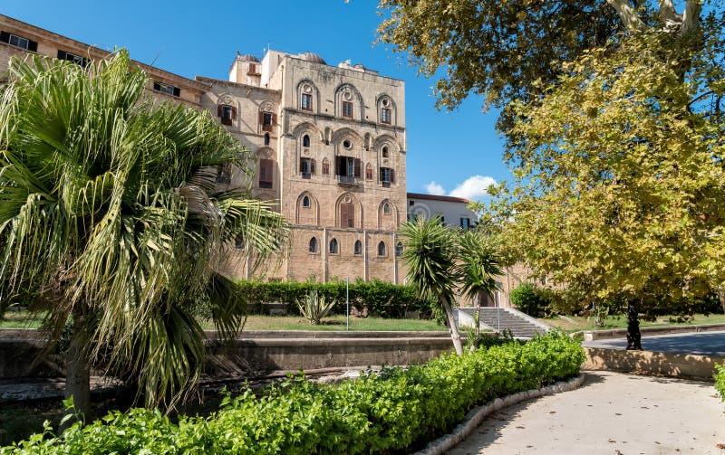 Sikten av Norman Palace lokaliserade i den äldsta delen av Palermo, Sicilien arkivfoton