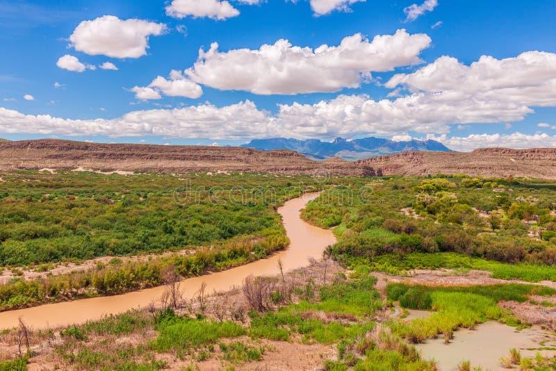 Sikten av Rio Grande från den Boquillas kanjonen förbiser stor nationalpark för böjning texas USA royaltyfri foto