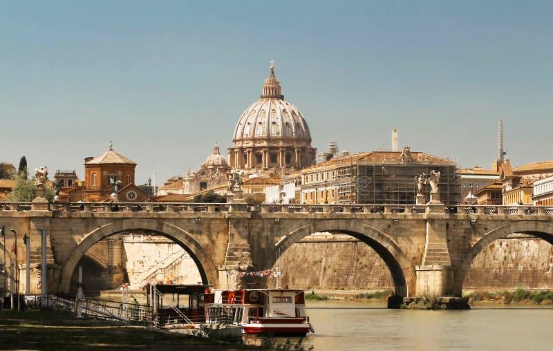 Sikten av St Peter Basilica, Rome arkivbild