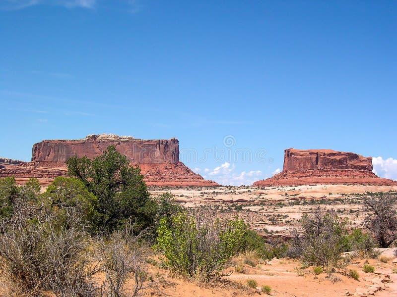 Sikten av vaggar berget i vägtur runt om U S A arkivfoto