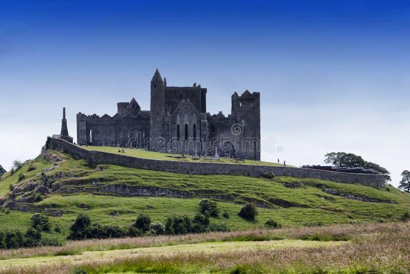 Sikten av vaggar av Cashel i Irland royaltyfri foto