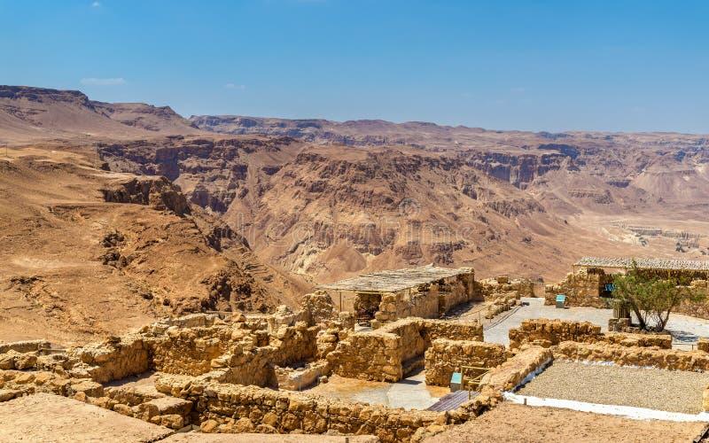 Sikten fördärvar på av den Masada fästningen - den Judaean öknen, Israel royaltyfria foton