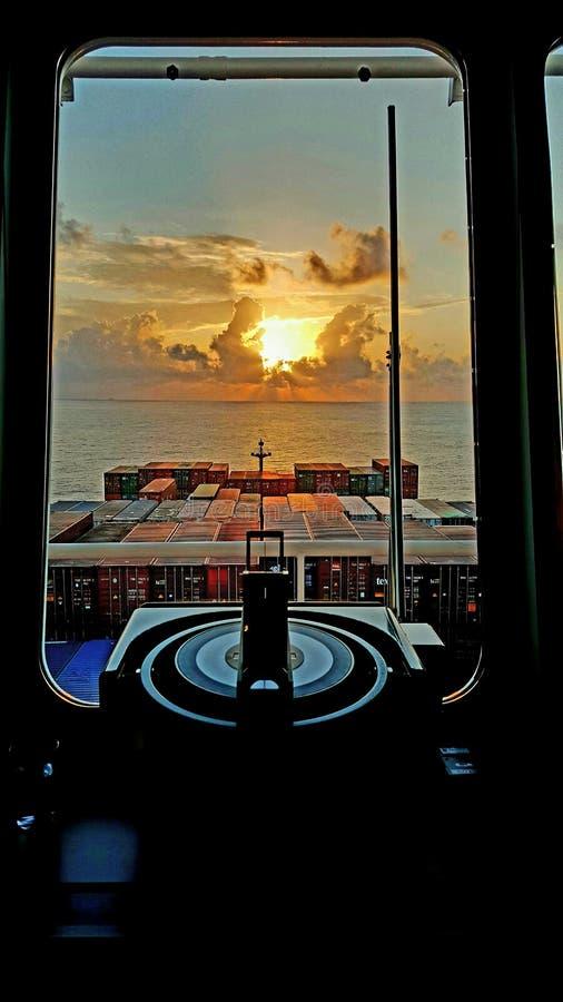 Sikten från bron, medan segla arkivbild