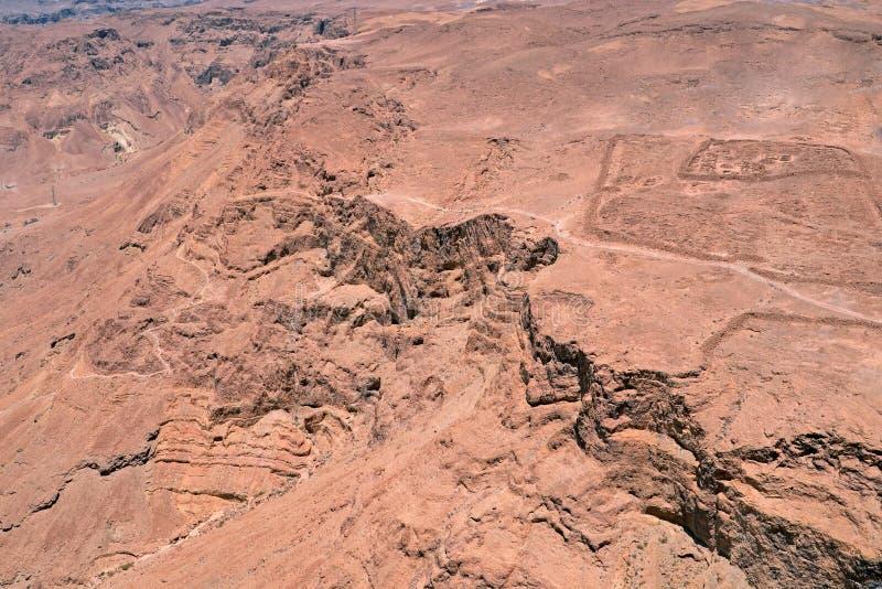 Sikten från fördärvar av den Herods slotten i den Masada fästningen nära det döda havet i Israel royaltyfria bilder
