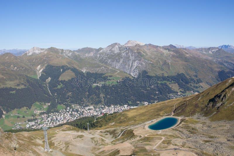 Sikten från Jakobshorn till Davos & sjöDavos Graubà ¼ nden Schweiz fotografering för bildbyråer