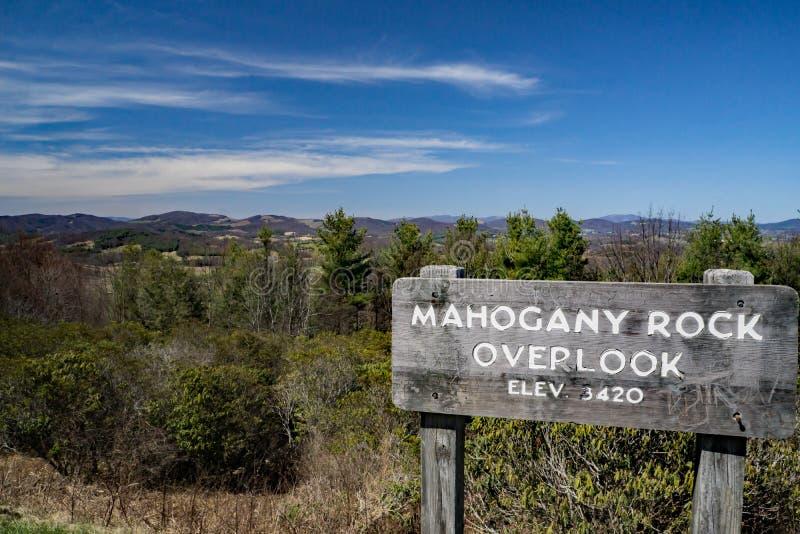 Sikten från mahogny vaggar förbiser royaltyfri foto