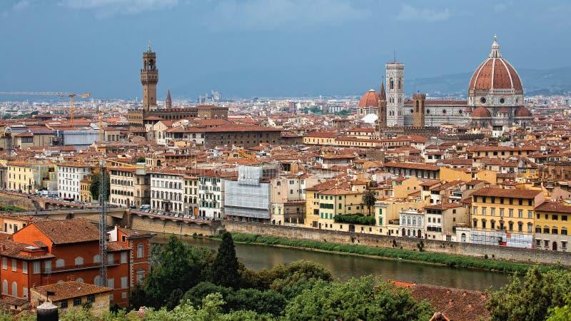 Sikten från Michelangelo Square: Stad av Florence fotografering för bildbyråer