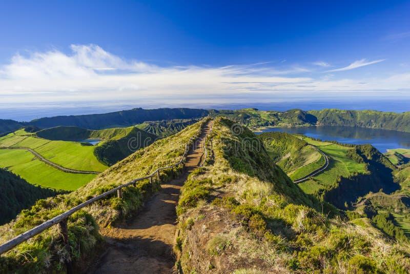 Sikten från Miradouro da Boca gör inferno, Azores, Portugal royaltyfri bild