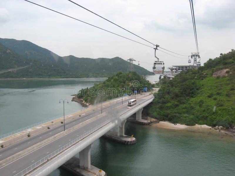 Sikten från Ngong knackar cablewayen, Tung Chung, den Lantau ön, Hong Kong royaltyfria foton