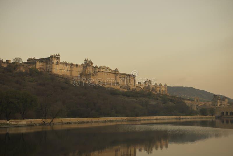 Sikten från sjön av det röda fortet är hisnande arkivfoto