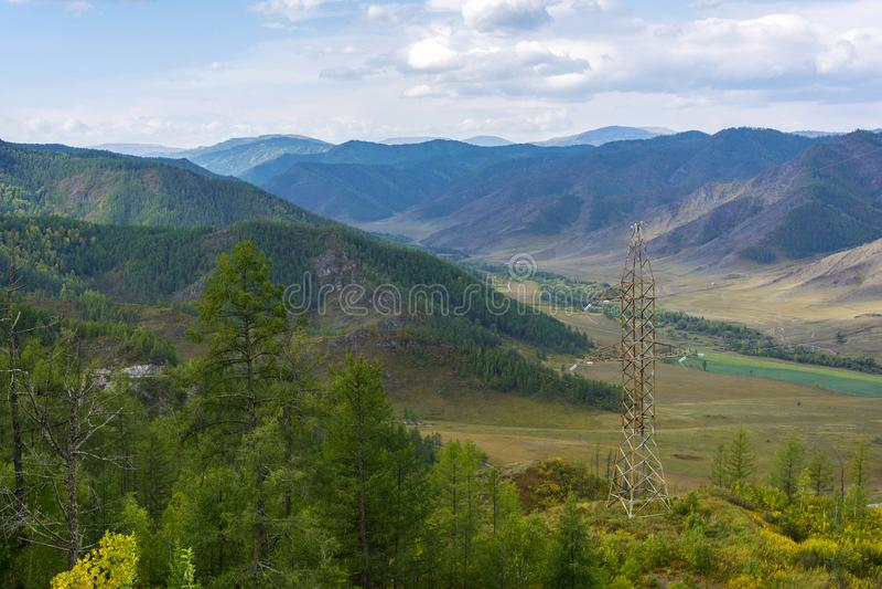 Sikten fr?n det Chike-Taman passerandet i berget Altai royaltyfri foto