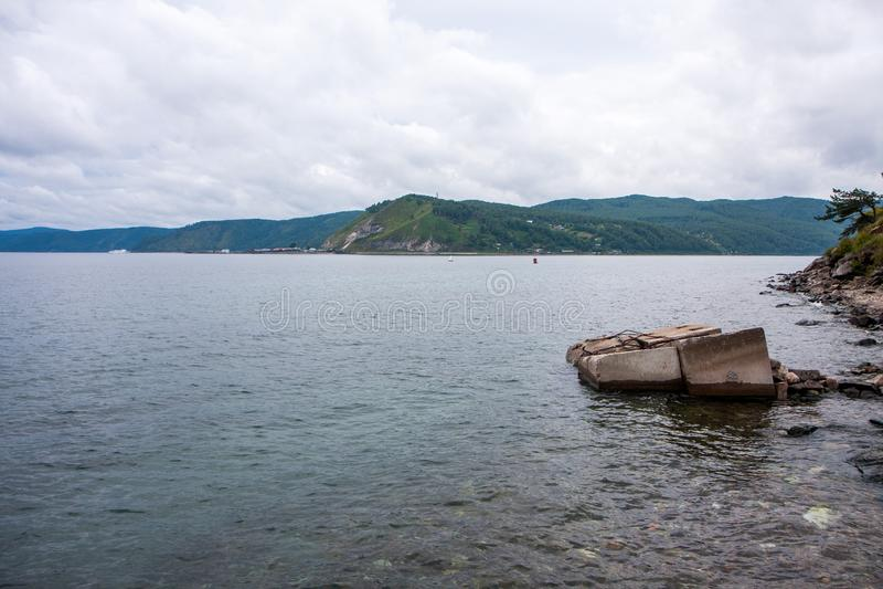 Sikten fr?n kusten av Lake Baikal arkivfoton