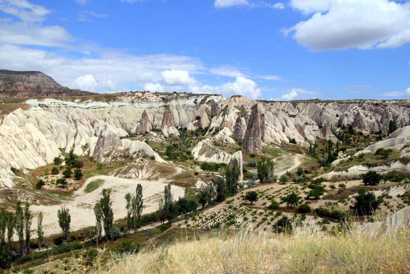 Sikten på dalen i bergen arkivfoto