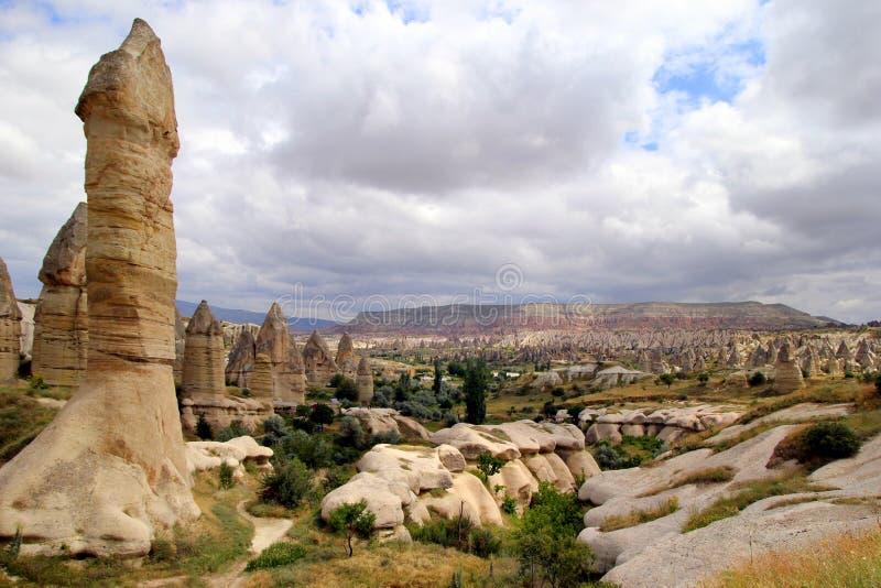 Sikten på dalen i bergen arkivbild