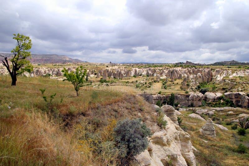 Sikten på dalen i bergen royaltyfria foton