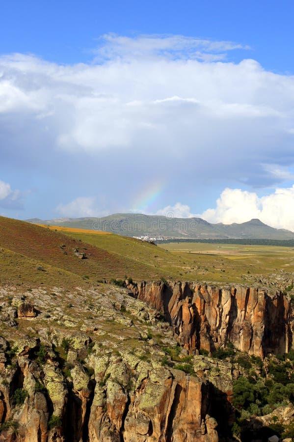 Sikten på dalen i bergen royaltyfri fotografi