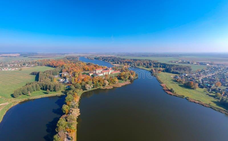 Sikten på den Nesvizh slotten, Vitryssland arkivfoton