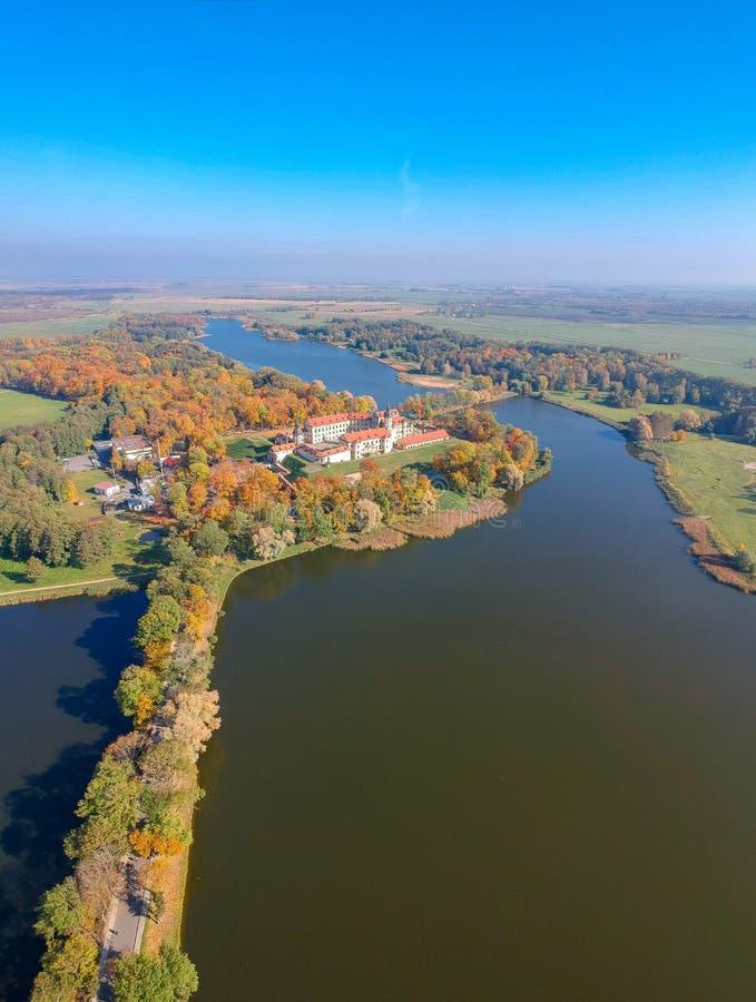 Sikten på den Nesvizh slotten, Vitryssland arkivbilder
