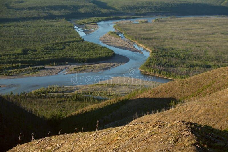 Sikten på sammanflödet av två floder arkivbilder