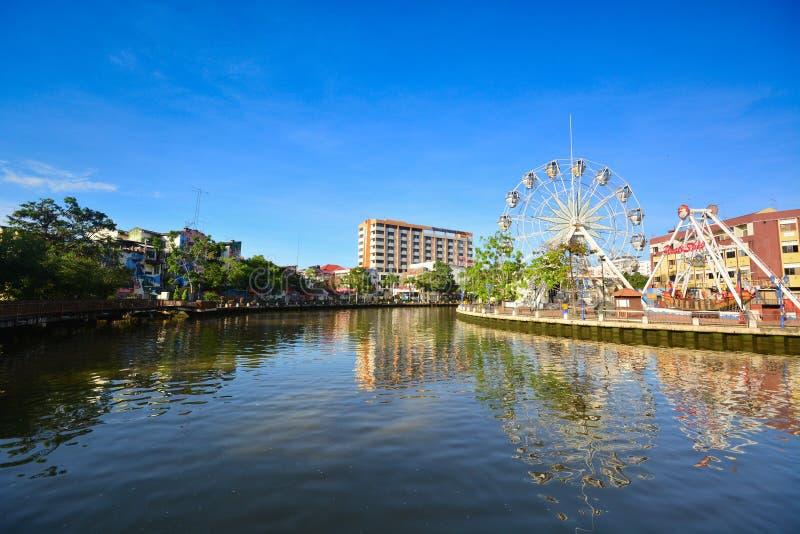 Sikter av den Malacca floden på klar blå himmel arkivfoton