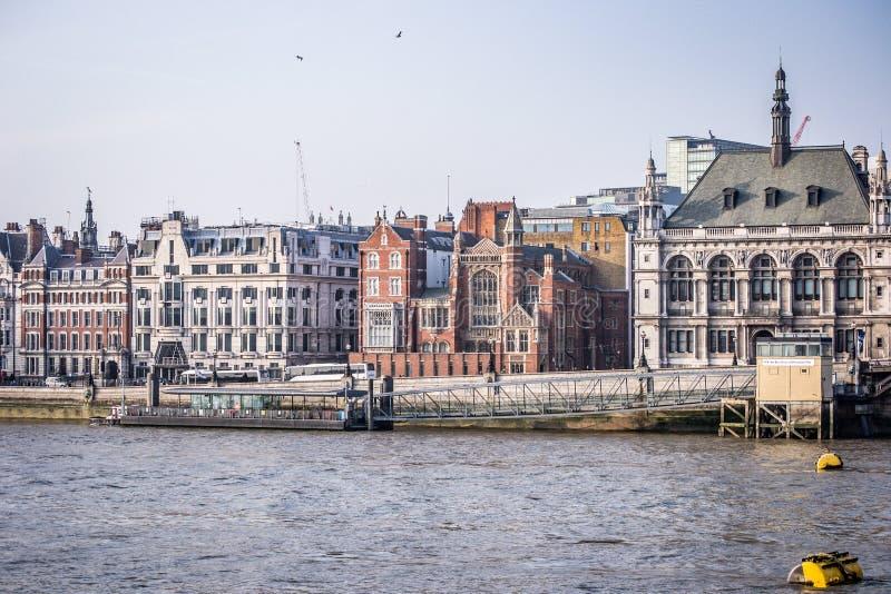 Sikter av London från floden royaltyfria bilder