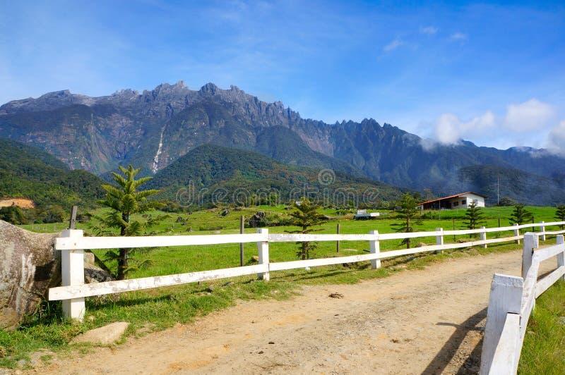 Sikter av Mount Kinabalu royaltyfri fotografi