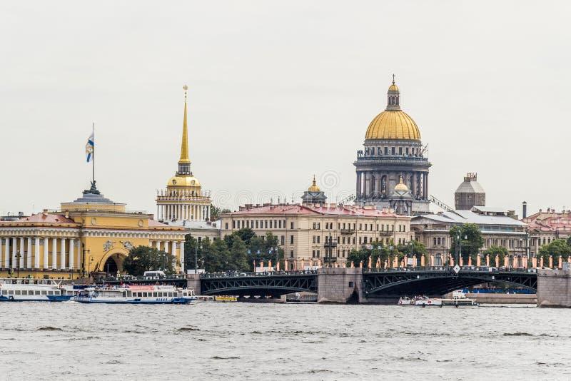 Sikter av staden St Petersburg arkivfoton