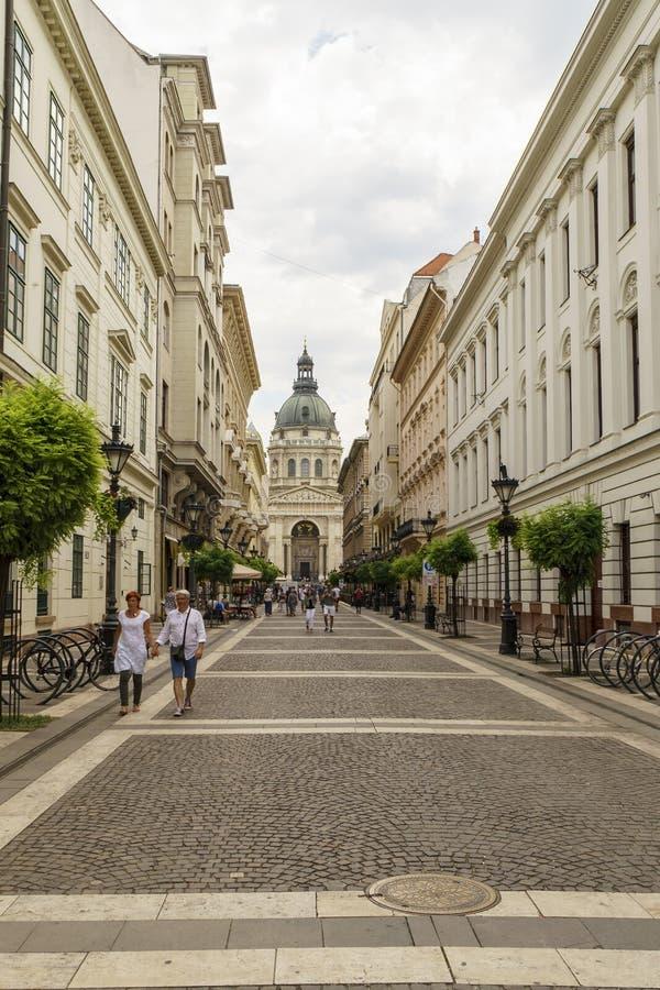 Sikter av Sts Stephen basilika i Budapest arkivfoto