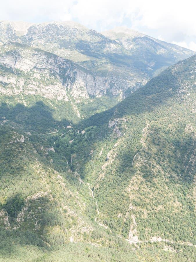 Sikter från massiven för El Pedraforca, t är ett av de mest symboliska bergen av Catalonia, Spanien arkivfoton