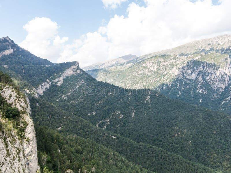 Sikter från massiven för El Pedraforca, t är ett av de mest symboliska bergen av Catalonia, Spanien royaltyfria bilder