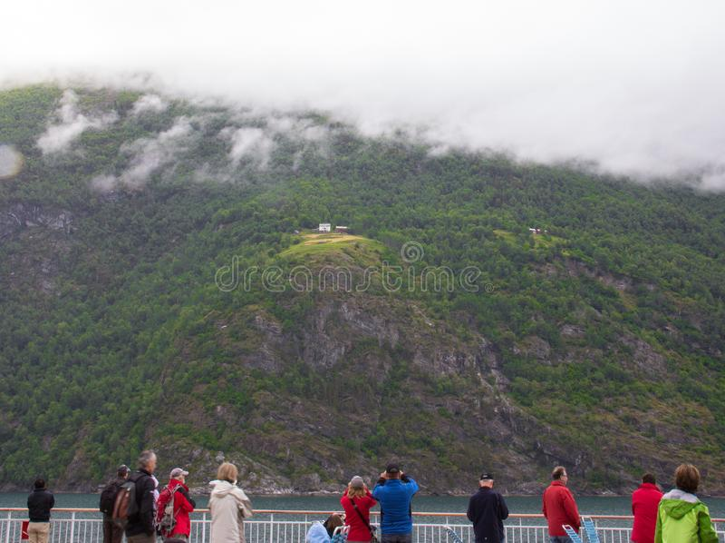 Sikter längs Geirangerfjorden royaltyfri bild